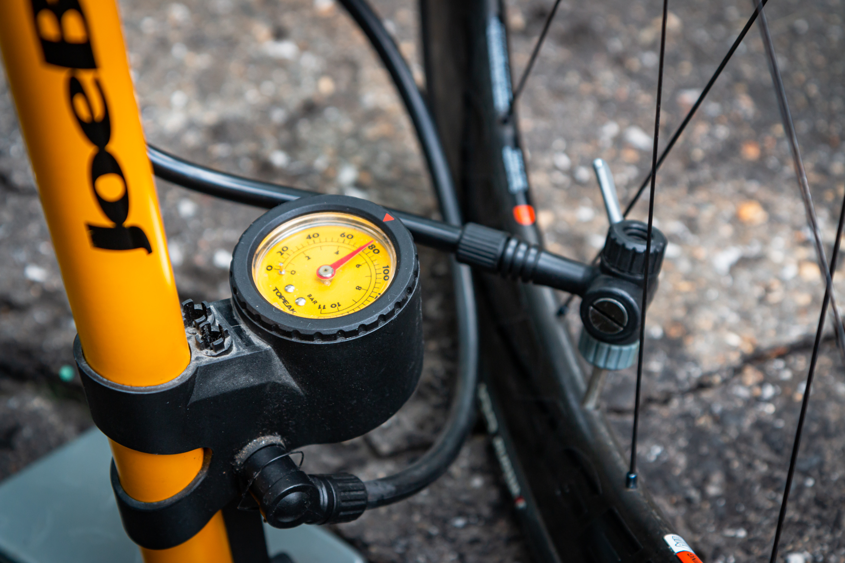 How to Pump Bicycle Tires and Choose the Right Pressure